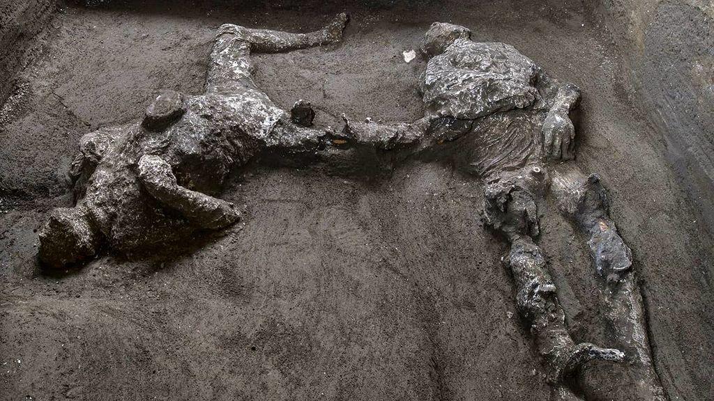 Encuentran los restos de uno hombre y su esclavo en Pompeya