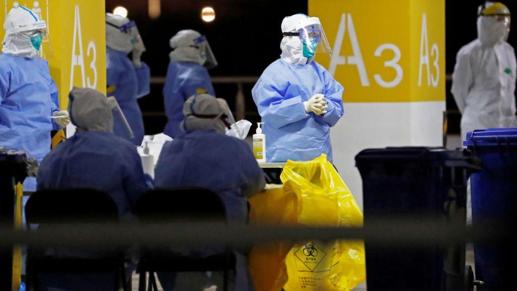 Estampida en el aeropuerto de Shangai tras detectar varios casos positivos en covid