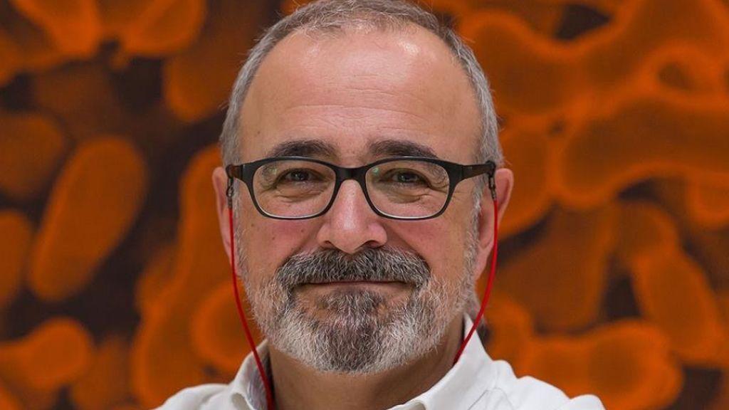 """Ignacio López-Goñi, microbiólogo: """"Con esa idea de salvemos las navidades puede ocurrir como en verano"""""""