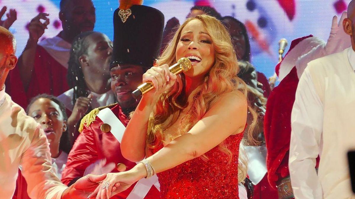 Mariah Carey estrena programa especial y nuevo single navideño junto a Ariana Grande