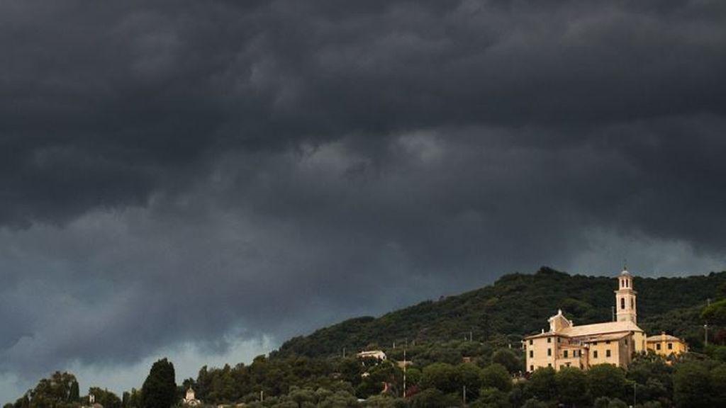 Cambio brusco de tiempo a la vista: una borrasca provocará lluvias fuertes y nevadas en España