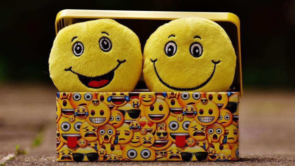 Reírse por escrito es 'Ja, ja, ja' y no 'hahaha': la RAE explica la norma para usar bien la onomatopeya