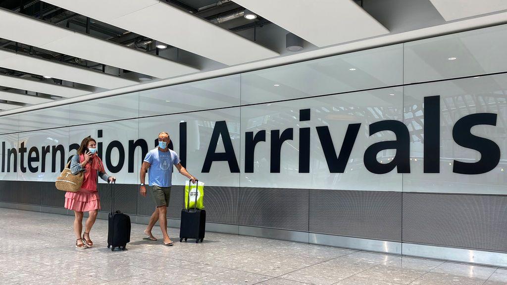 Quienes viajen a Inglaterra podrán reducir la cuarentena con un test negativo