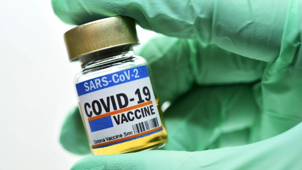 El plan de vacunación: gratis, voluntaria y primero en residencias y mayores de 70 años