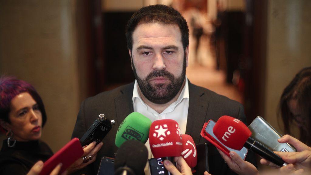 "El diputado de Eh Bildu, Jon Iñarritu al padre de un guardia civil asesinado por ETA: ""Mi solidaridad"""