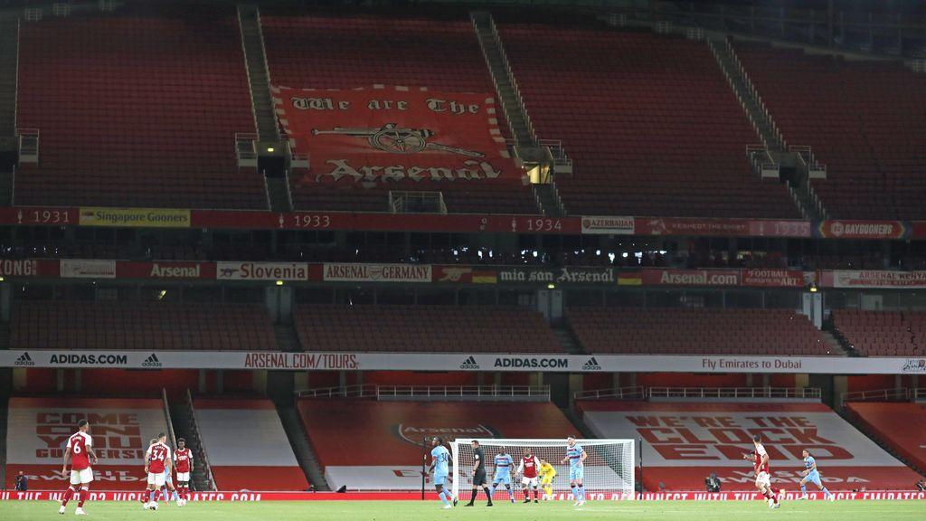 La grada del estadio del Arsenal vacía por el coronavirus.