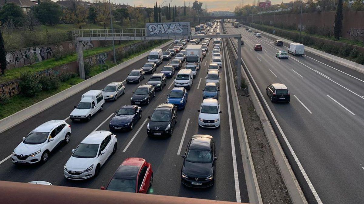 El vuelco de un camión en el túnel de la M-40 en Madrid provoca retenciones kilométricas