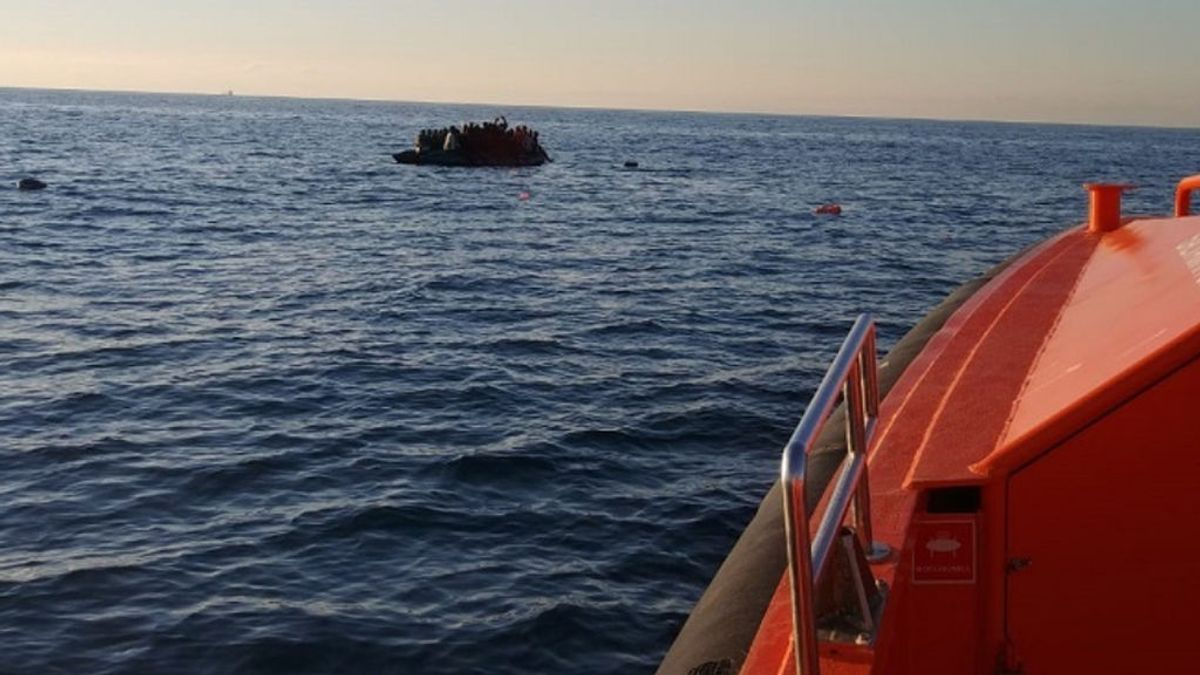 Rescatan de madrugada a 180 ocupantes de siete pateras en el sur de Gran Canaria