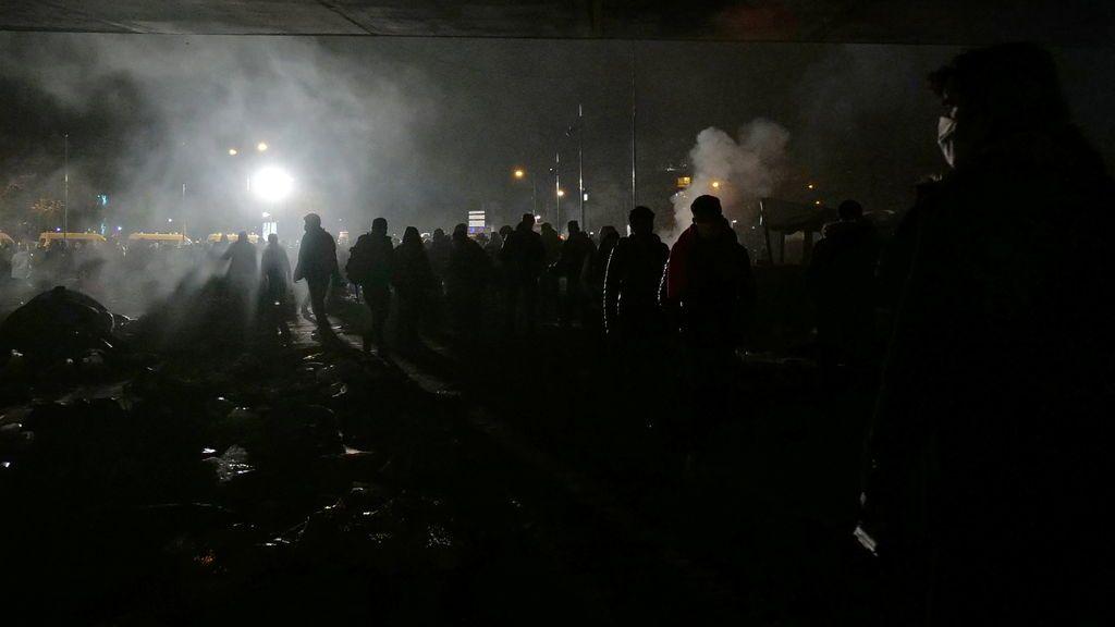 Cientos de migrantes, desalojados con gases lacrimógenos del centro de París