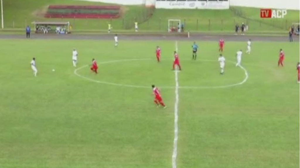 Imagen del irregular círculo central en el campo de fútbol