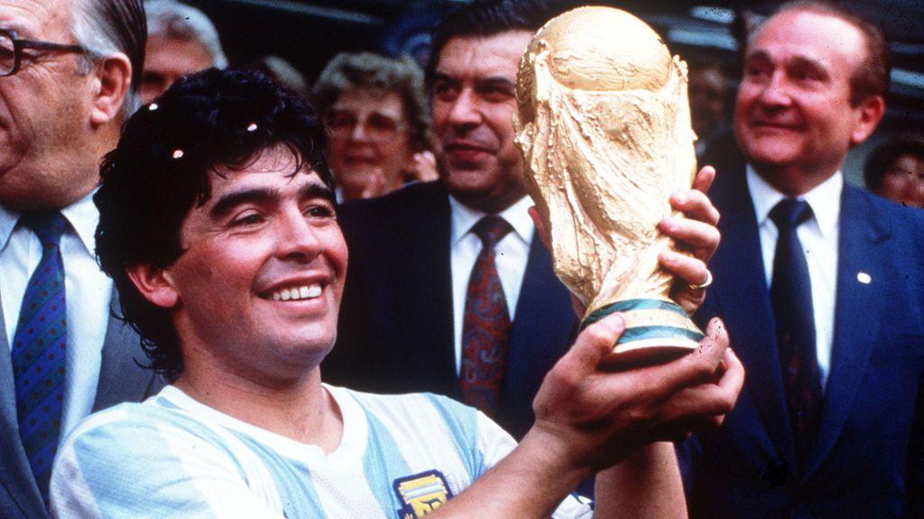 Maradona: los equipos en los que jugó y a los que entrenó