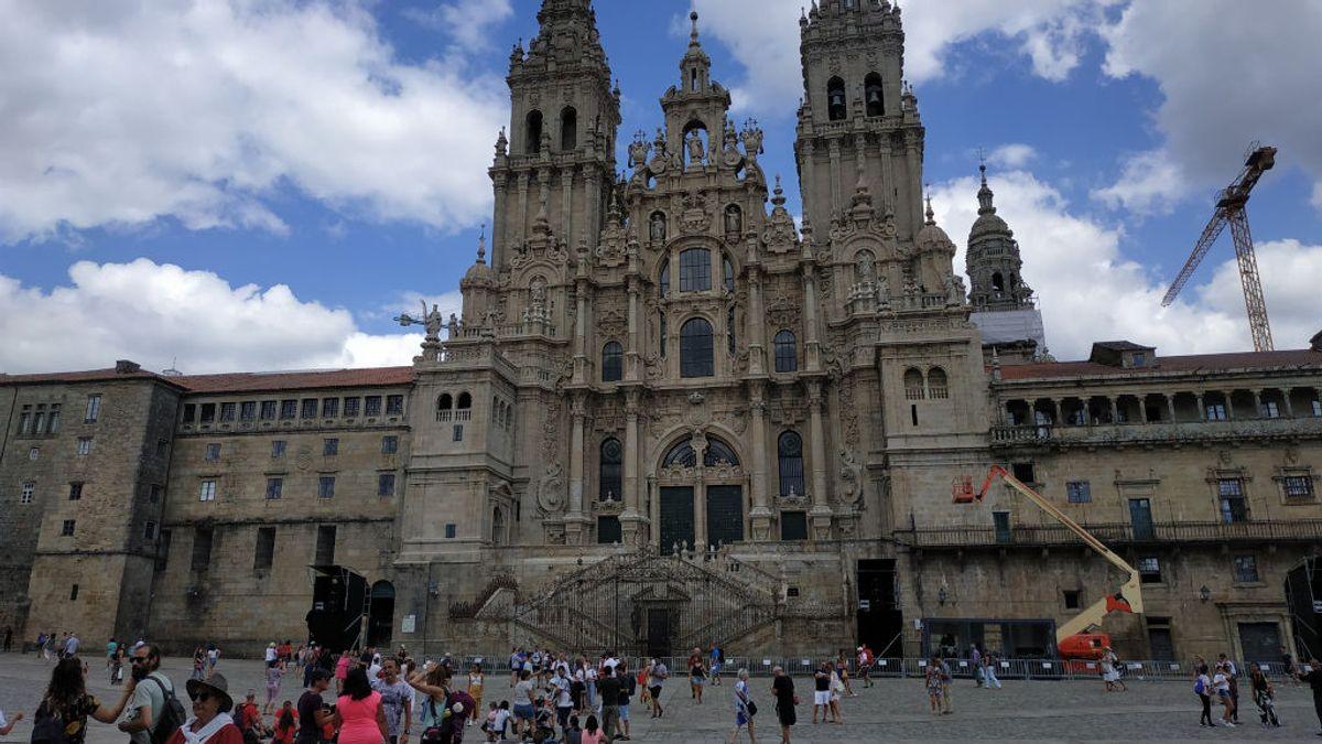 Los peregrinos siguen llegando a Santiago casi un mes después del cierre perimetral de la ciudad por coronavirus