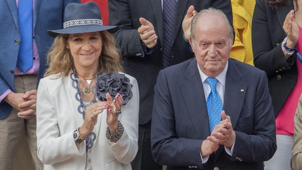 La infanta Elena viajó hasta los Emiratos Árabes para visitar al rey Juan Carlos I