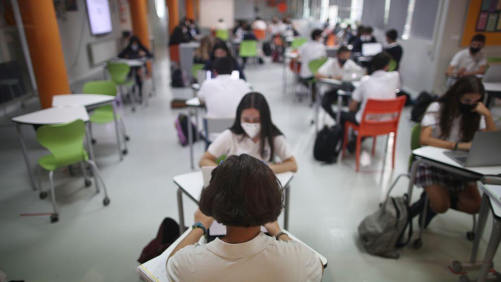 20201125 colegio niños mascarilla