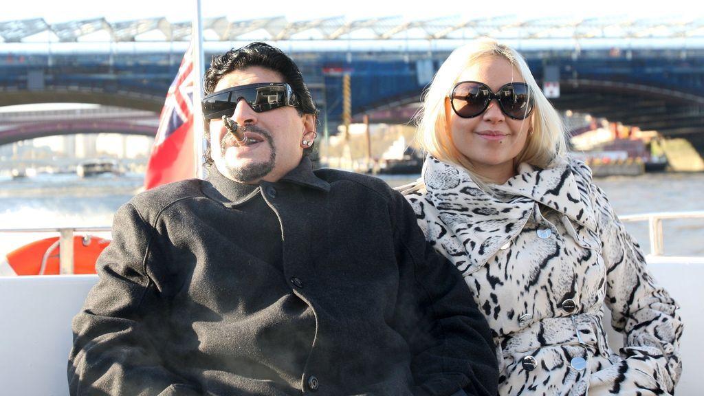 Maradona y Verónica Ojeda en Londres en 2010