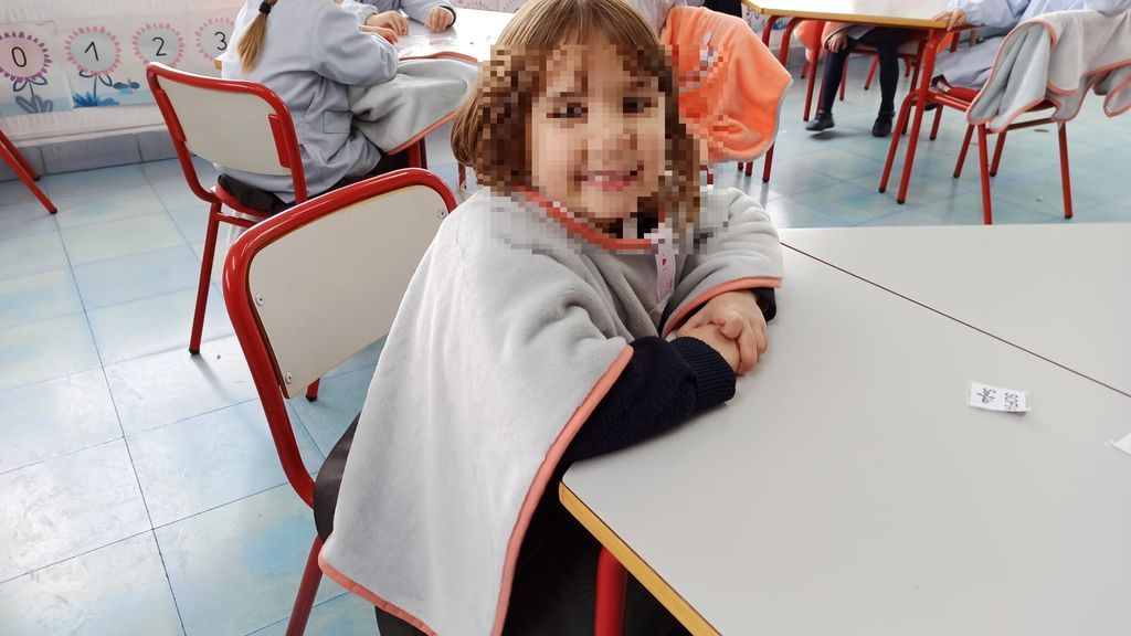 Ontinyent reparte 'batamantas' a sus alumnos para mantener las aulas ventiladas frente al coronavirus