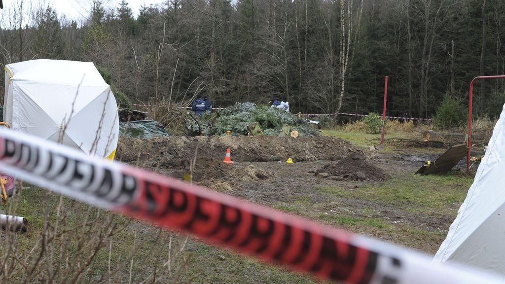La Policía alemana capta el momento en que un caníbal entierra los restos de su víctima