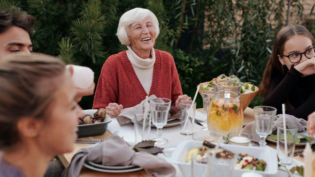 """Presidente de salud pública de París: """"Esta Navidad no debes comer con el abuelo y la abuela"""""""
