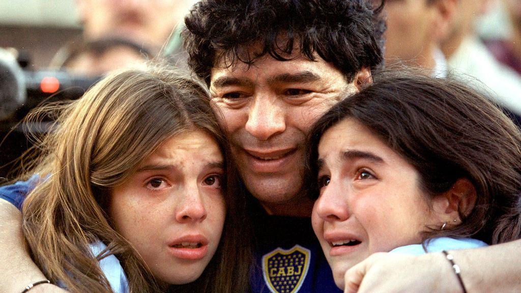 Maradona, con sus hijas