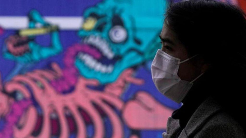 El miedo al coronavirus entre los españoles: el 55% evita espacios cerrados  y un 36,5% ya no va a terrazas