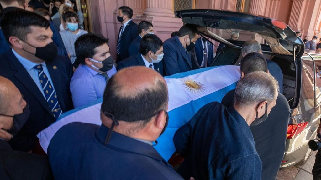 EuropaPress_3451637_26_november_2020_argentina_buenos_aires_the_coffin_of_late_argentinian (1)