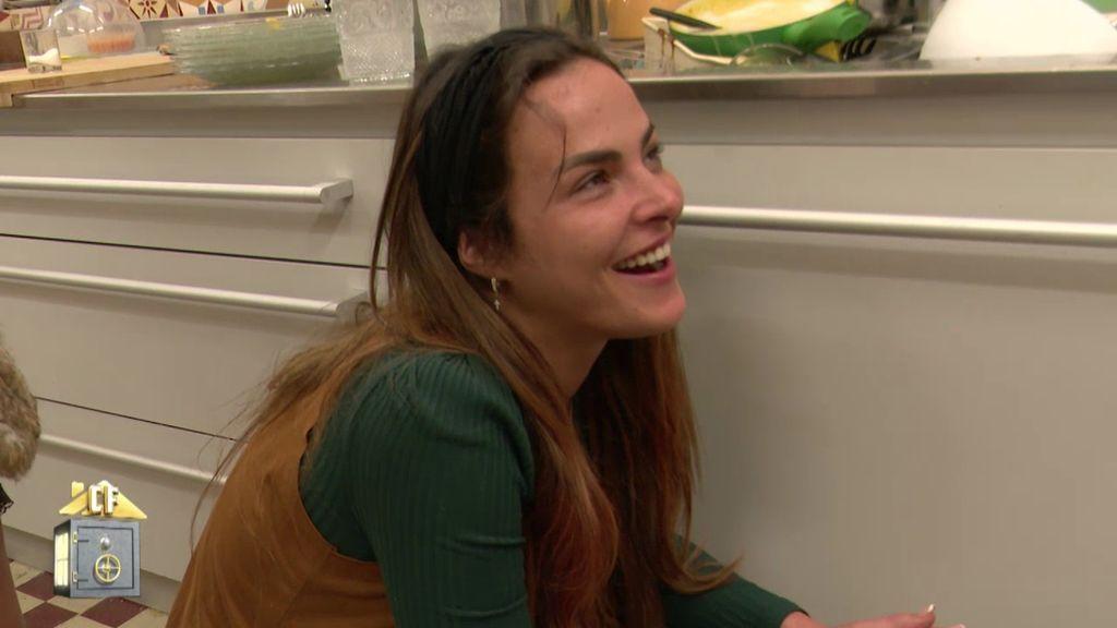 Marta se sonroja con el pijama de Albert