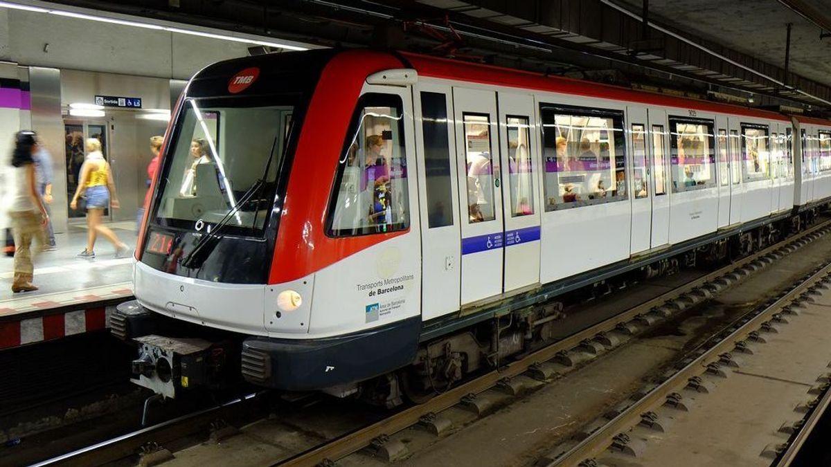 Piden cinco años de prisión para tres acusados de dar una paliza homófoba en el metro de Barcelona