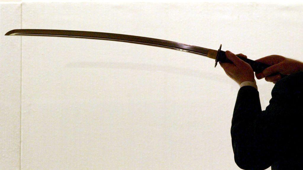 Un viajero es detenido en Sants cuando portaba una katana y otras armas punzantes