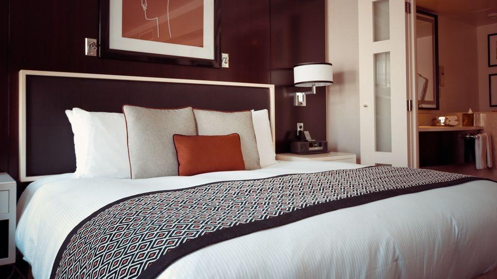 Hacer la cama como en los hoteles de lujo: paso a paso para la cama ideal en casa
