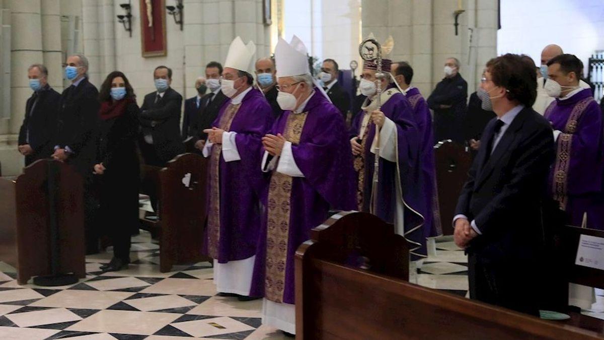 Madrid homenajea a los 62 médicos muertos durante la pandemia con una misa funeral