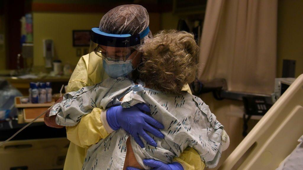 La pandemia de coronavirus marca récord con más de 671.000 casos nuevos y suma más de 10.600 muertos