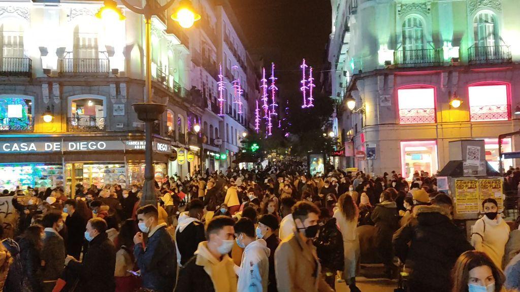 Aglomeraciones en el centro de Madrid en el primer fin de semana de alumbrado navideño