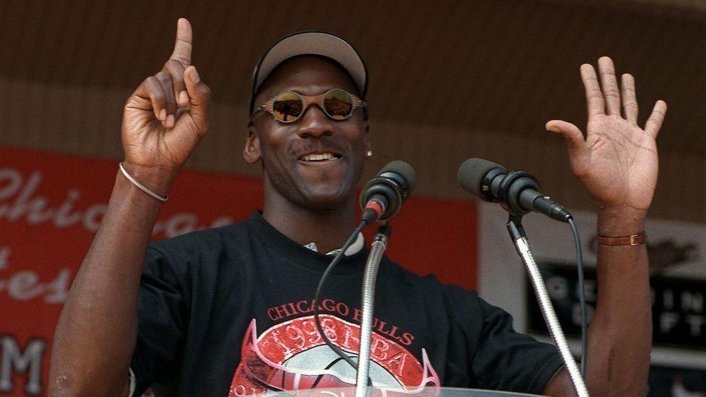 El gran gesto de Michael Jordan con los bancos de alimentos: dona el dinero que ganó con el documental de 'The Last Dance'