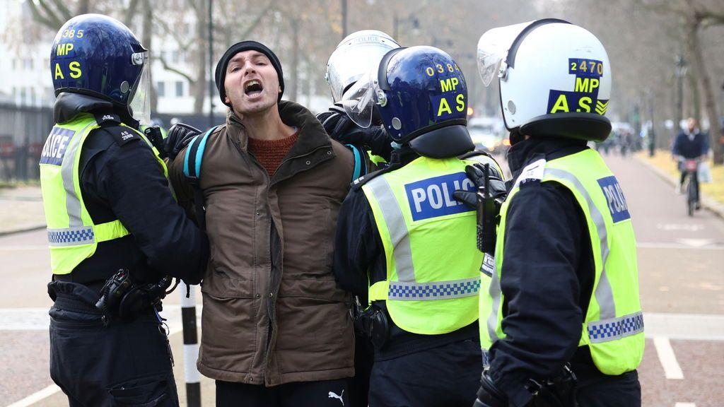 Al menos 60 detenidos en una manifestación contra el confinamiento en Londres