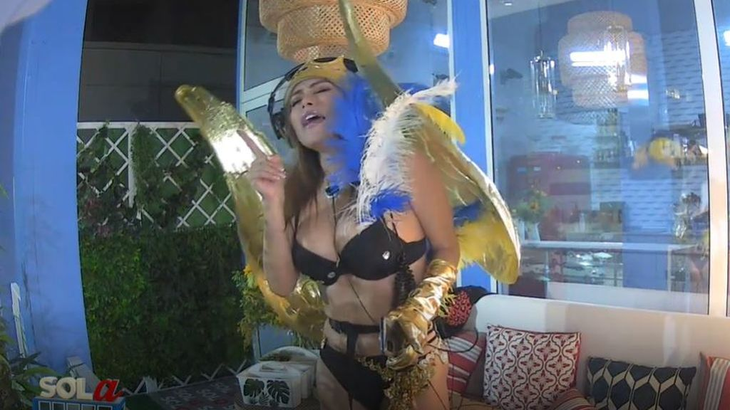 La noche del carnaval canario de Miriam Saavedra termina con una inesperada propuesta a Hugo Sierra