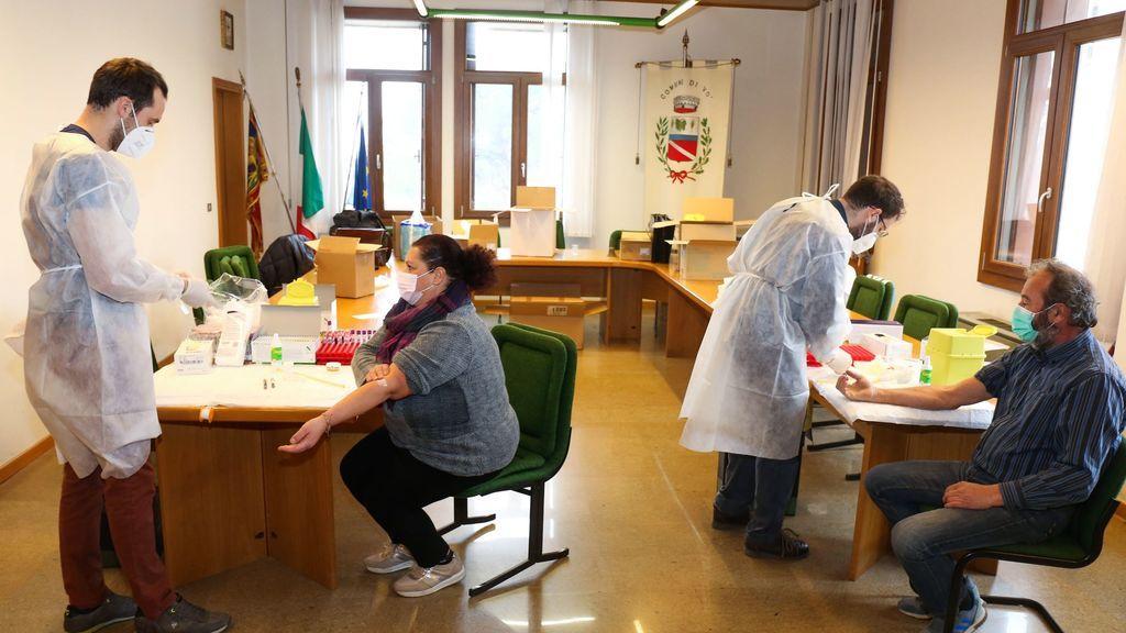 Italia registra 26.323 casos y 686 muertos y no relajará las medidas en Navidad