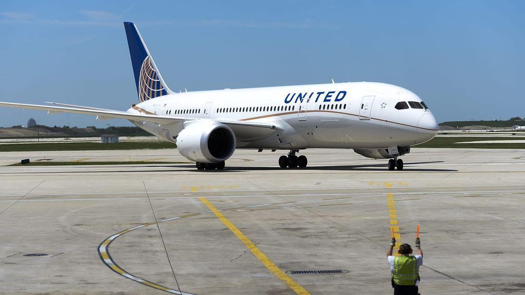 United Airlines comienza a transportar vacunas de Pfizer contra la covid19