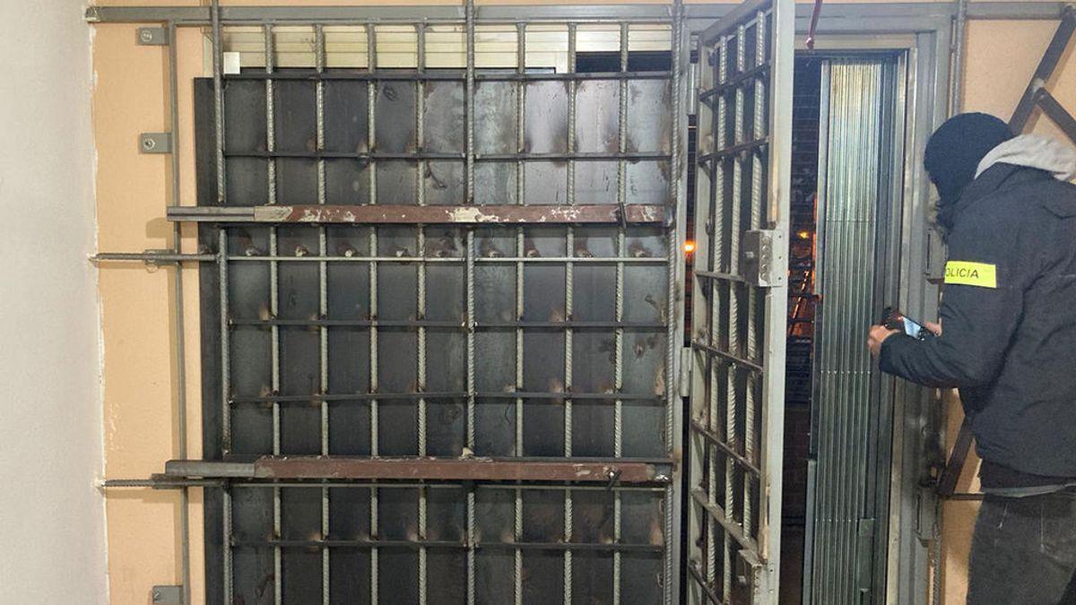 Desmantelado un narcopiso en Barcelona blindado y que vendía las 24 horas