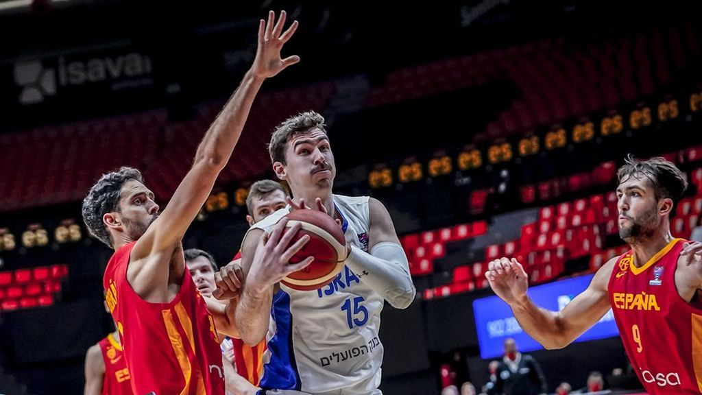 España deja marchar una ventaja de 20 puntos y cae ante Israel (x-x)