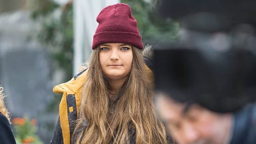 Alba estudió un grado de Comunicación Audiovisual e Intepretación en una conocida universidad privada.
