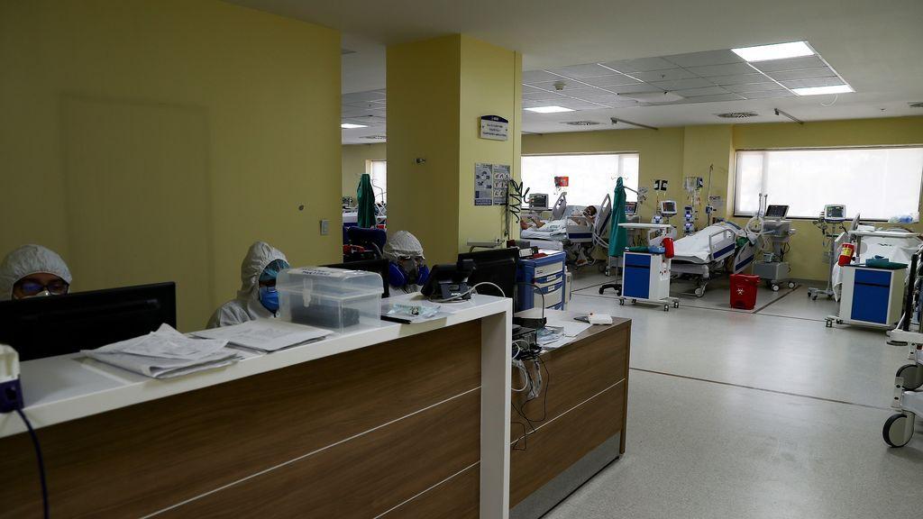 Fotografía de una sala UCI, en el Hospital de Less