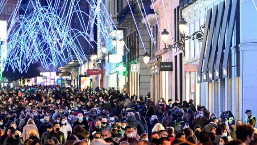 Agobio, estrés y miedo a la tercera ola tras las Navidades: los médicos reacciones a las aglomeraciones en las calles