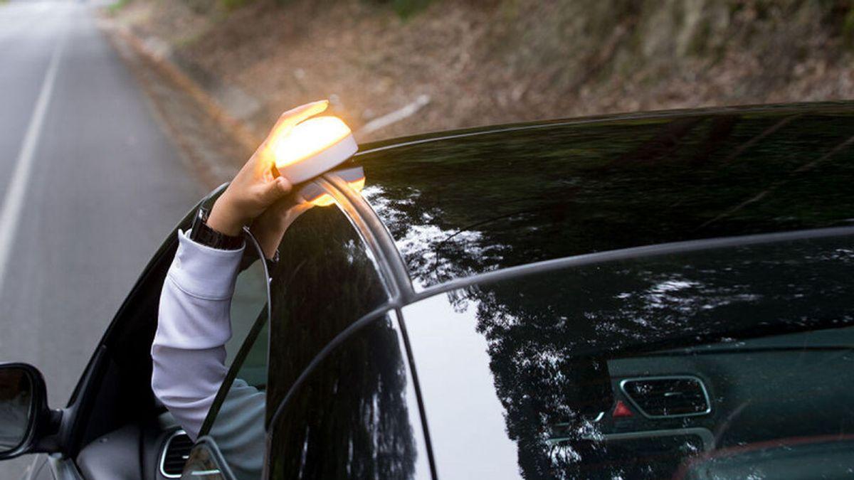 La DGT cambia los triángulos por luces de emergencia para evitar riesgo de accidentes