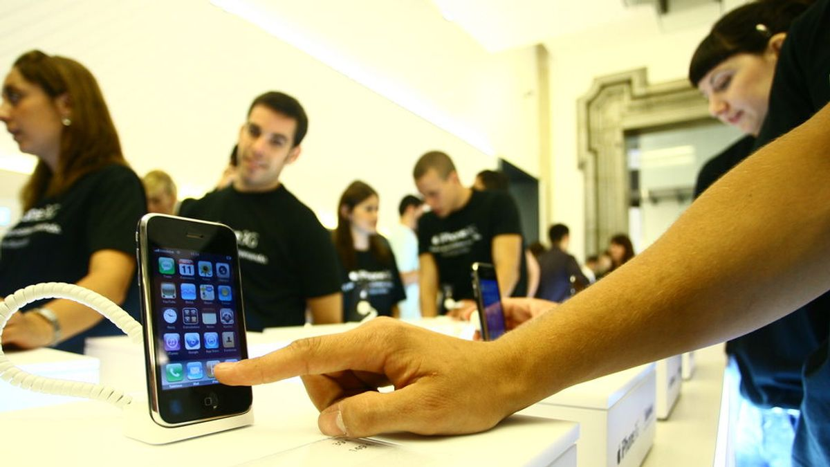 Multa de diez millones de euros a Apple por promocionar el iPhone como resistente al agua