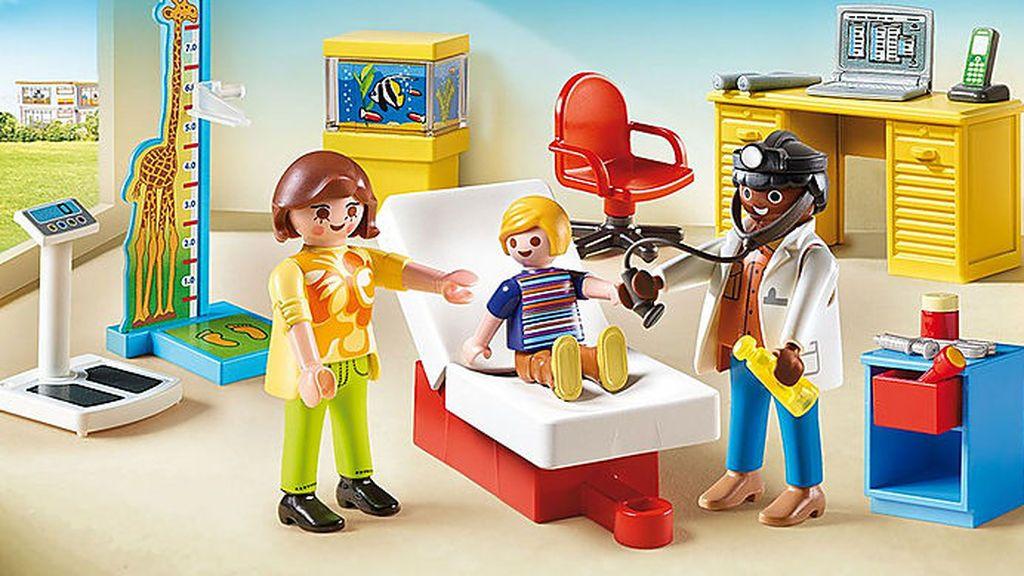 Muñecos con mascarilla, de policías o bomberos y kit de médicos, entre los juguetes más reclamados estas Navidades