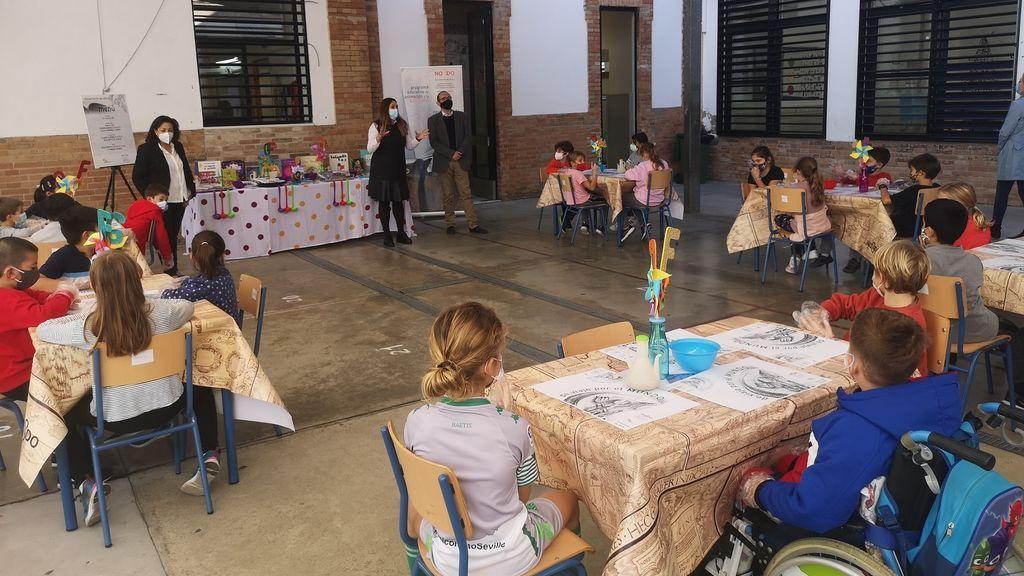 La familias gastaron 644 euros por alumno en la educación pública y 1.252 en la concertada