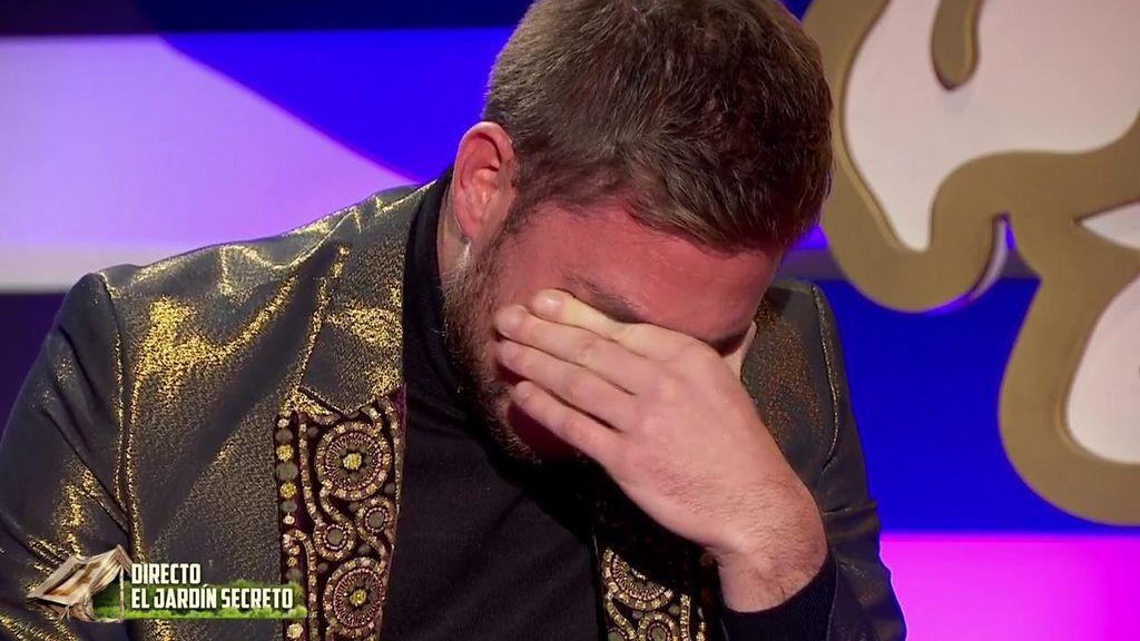 Tom se derrumba recordando entre lágrimas a su madre