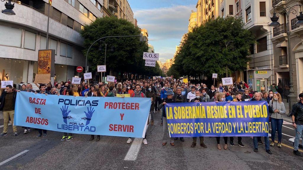 90 policías negacionistas sancionados por no llevar mascarilla en una manifestación en Valencia