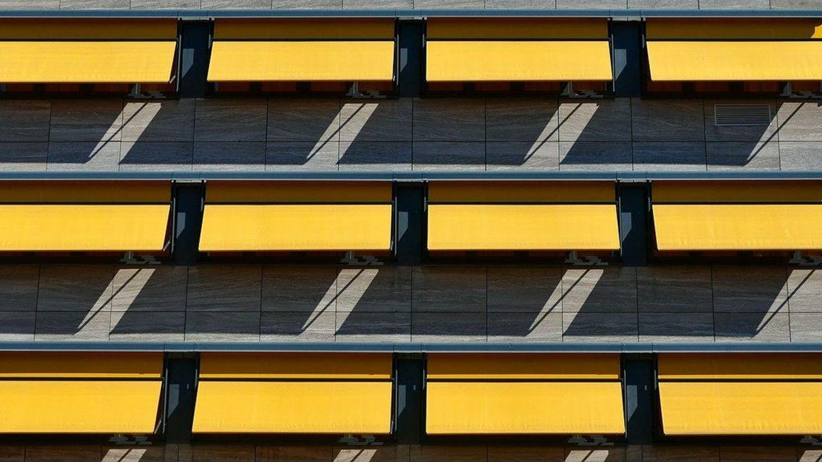¿El toldo de la terraza sucio? Aprende a limpiarlo de forma sencilla