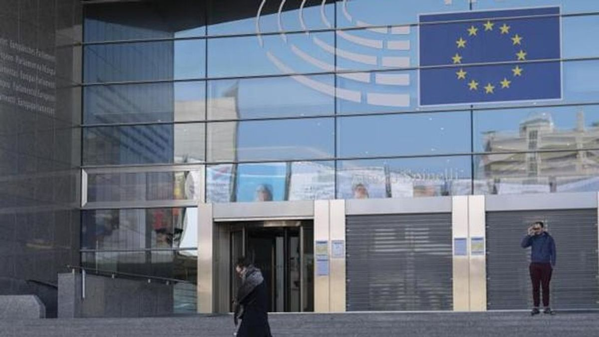 La policía interrumpe en Bruselas una orgía de 25 participantes con un eurodiputado y diplomáticos